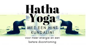 Hatha Yoga les met een hint Kundalini Yoga voor een betere doorstroming en meer energie